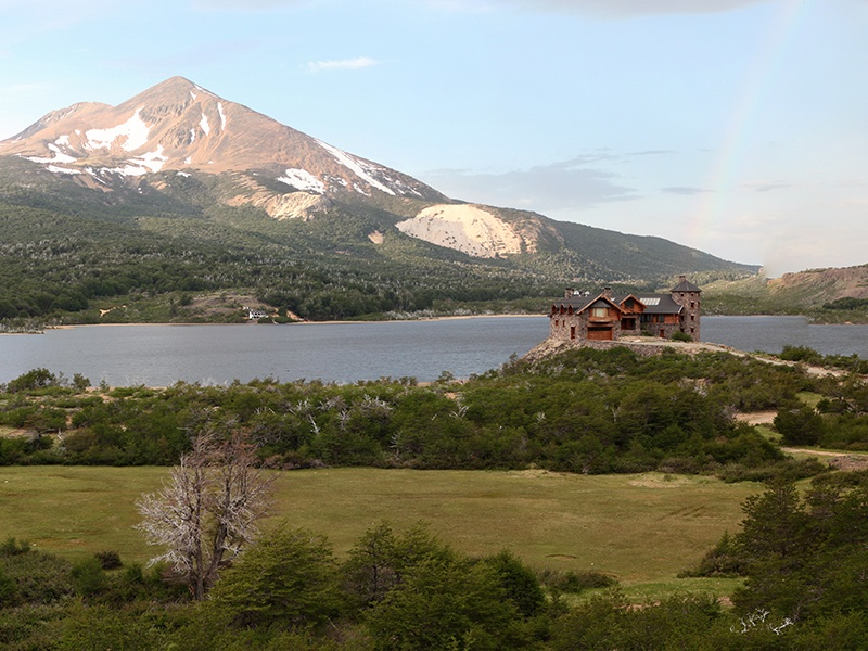 Conveniently located around 15 miles from Esquel city, and less than 30 miles from Esquel Airport, this lakeside home is nestled deep in the naturally beautiful Patagonia region of Argentina.